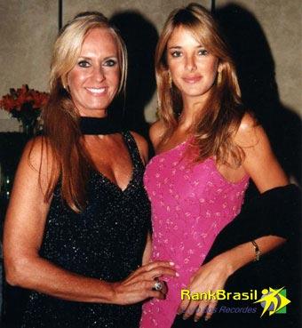 Mulher mais velha a posar para revista masculina no Brasil