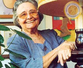 Primeira brasileira a entrar para a Academia Brasileira de Letras