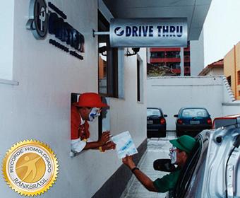 Primeiro drive-thru para coleta de exames laboratoriais