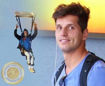 Primeiro cadeirante brasileiro a fazer salto solo de paraquedas