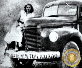 Primeira mulher do Brasil a ser caminhoneira de profissão