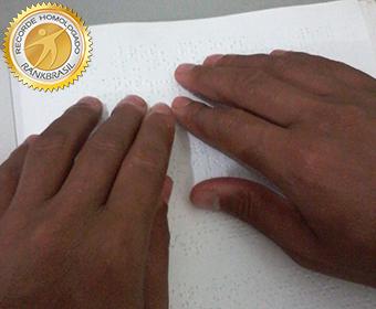 Maior oficina de poesia para deficientes visuais
