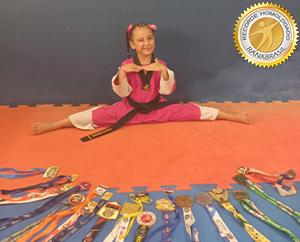Mais jovem faixa preta no taekwondo feminino