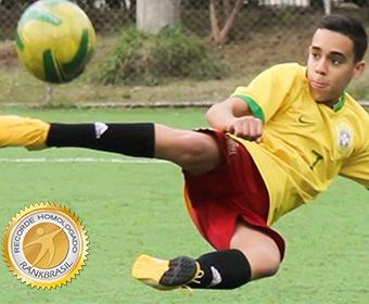 Mais jovem jogador de futebol com carteira assinada