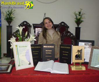 Mais jovem a manuscrever a Bíblia