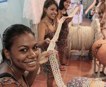 Artesãs prometem bater recorde com renda gigante no Ceará