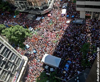 'Bola Preta', um dos maiores blocos do Carnaval, arrasta 2,5 milhões de foliões