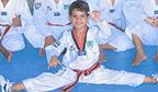 Mais jovem faixa preta de taekwondo