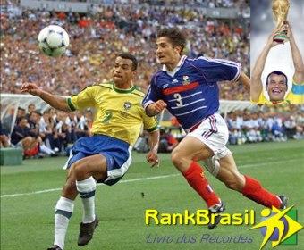 Único jogador brasileiro a atuar em três finais de Copa do Mundo