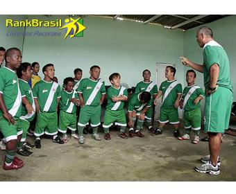 Primeiro time de futebol formado por anões