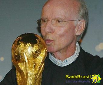Primeiro futebolista brasileiro a ganhar a Copa do Mundo como jogador e treinador