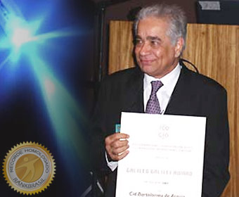 Primeiro brasileiro a ganhar prêmio Galileo Galilei