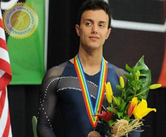 Primeiro brasileiro a conquistar medalha em mundiais de patinação artística