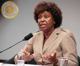 Primeira negra a ocupar cargos de senadora e governadora