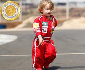 Mais jovem piloto de kart adaptado