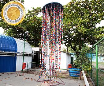 Maior escultura sonora com material reciclável