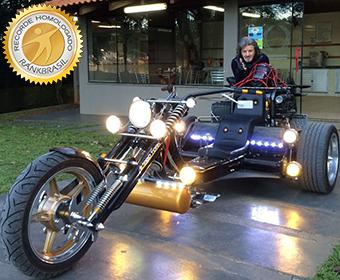 Triciclo com maior número de faróis