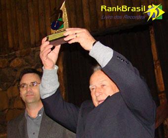 Radialista com maior tempo em uma emissora no Brasil