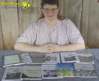Escritora com maior número de livros artesanais vendidos