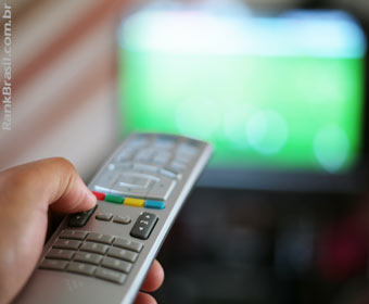 TV aberta segue como meio preferido para publicidade no Brasil