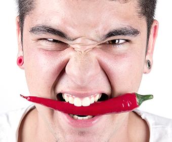 DESAFIO – Quem come mais pimentas em um minuto?