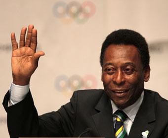 Pelé é uma das celebridades convidadas a carregar a tocha olímpica de 2012